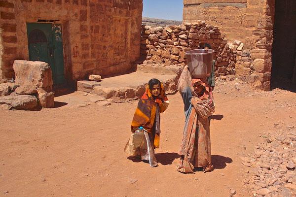 Mädchen in Schibam Kaukaban