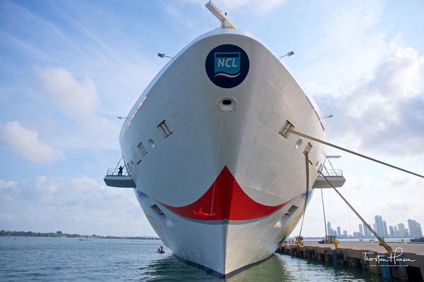 Im Winter fährt die Norwegian Star ab Los Angeles und Miami nach Mittelamerika und durch den Panamakanal. Im Sommer fährt das Schiff ab Venedig in der Adria und Ägäis.