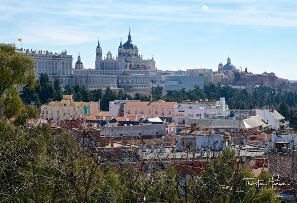 Blick auf den Palast und die Kathedrale von Madrid