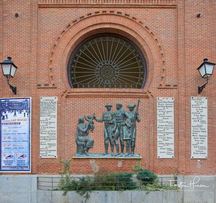 .und gleichauf mit der Plaza de Toros Monumental de Valencia in Valencia eine der größten weltweit.