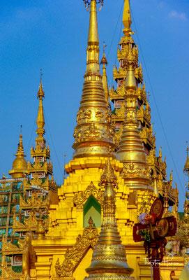 Möglicherweise verfiel der Stupa im Lauf der nächsten Jahrhunderte. Die ersten halbwegs glaubwürdigen Berichte über den Stupa stammen vom Ende des 14. Jahrhunderts, als der Mon-König Binnya U von Pegu im Jahr 1372 die Pagode (wieder) errichtete