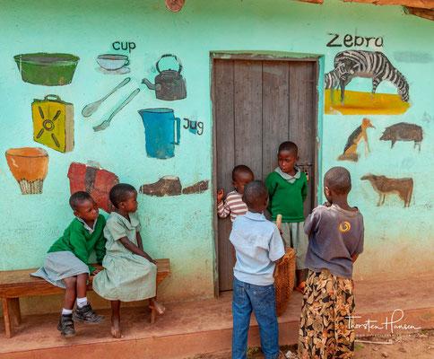 Loving Hearts Uganda ist ein soziales Unternehmen, das sich bemüht, die Kinder und Jugendlichen Ugandas zu bereichern, zu erziehen und zu stärken
