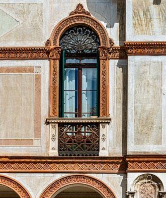 Archäologische Funde belegen eine Besiedlung ab dem 2. Jahrhundert. In Quellen werden eine Burg und eine Pfarrkirche im Jahr 998 erwähnt. Ab 1175 gehörte die Stadt zu Vicenza, später zu Padua, bis sie 1404 unter venezianische Herrschaft kam.
