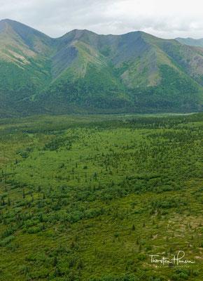 """Unter russischer Souveränität hieß der Berg """"Bolschaja Gora"""" (Большая Гора, deutsch """"großer Berg""""), eine Übersetzung des Wortes Denali."""