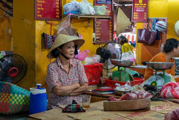 Da die Vietnamesen sehr freundlich sind, werden ausländichen Besuchern auch gern Häppchen zum Probieren angeboten.
