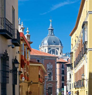 Die Metropolregion Madrid zählt mit etwa sieben Millionen Einwohnern zu den größten Metropolen Europas. Madrid ist (ohne Vororte) mit rund 3,2 Millionen Einwohnern nach London und Berlin die drittgrößte Stadt der Europäischen Union und die größte Stadt Sü