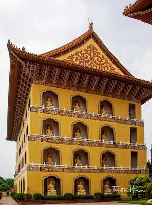 Fo Guang Shan ist heute eine weltweit operierende Organisation. In den vergangenen Jahrzehnten sind Tempel und Organisationen auf fünf Kontinenten in 173 Ländern etabliert worden, welche von 1.300 Nonnen und Mönchen betreut werden.