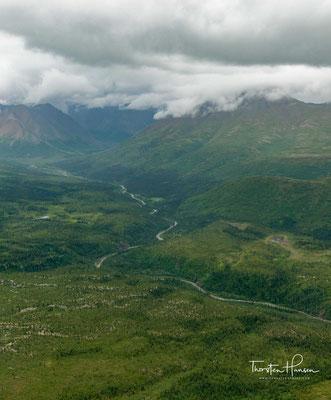 Amtlich wurde dieser Name 1917 im Gesetz zur Gründung des Mount-McKinley-Nationalparks, das auch den Berg offiziell benannte.