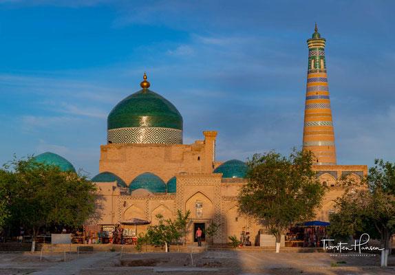 Im 6. Jahrhundert n. Chr. gegründet, wurde Xiva 712 im Laufe der islamischen Expansion von arabischen Streitkräften erobert, was zur Verbreitung des Islam führte.