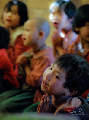 Schulunterrichtin Myanmar