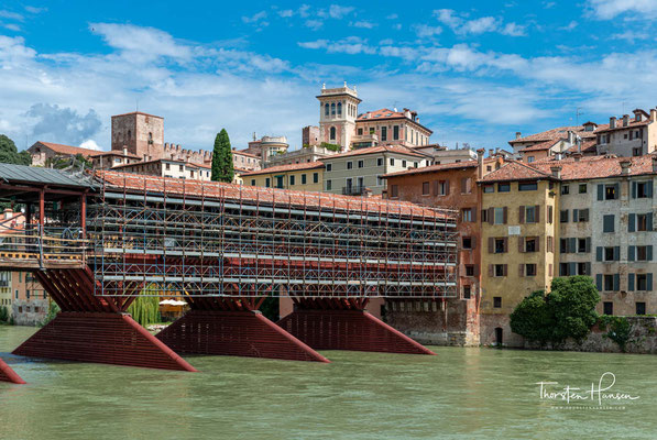 nd nach Zerstörungen immer wieder nach diesem Vorbild aufgebaut wurde. An der Stelle befanden sich bereits früher etliche Brücken, welche mehrmals zerstört wurden.