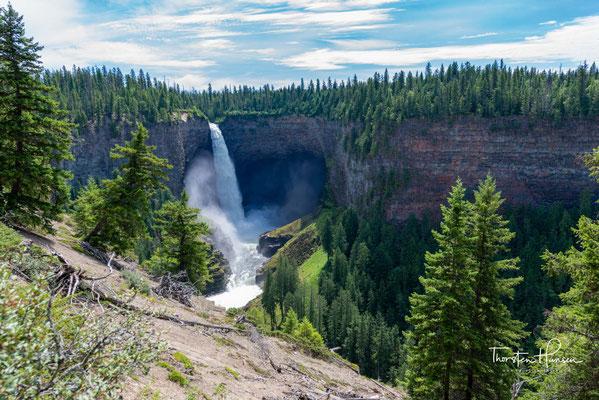 Helmcken Falls ist ein Wasserfall des Murtle River im Wells Gray Provincial Park. Kurz bevor der Fluss in den Clearwater River mündet, fällt er vom Murtle-Plateau 141 m in die Tiefe.