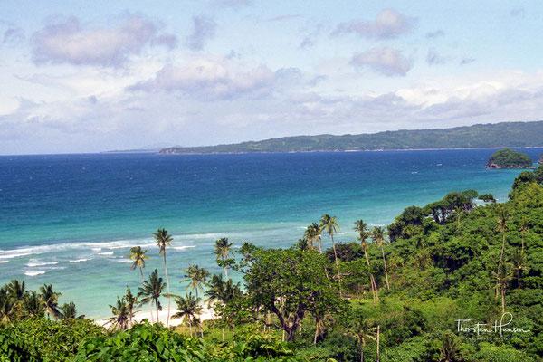 Die Lage der Insel in den niederen tropischen Breiten und der Einfluss der umgebenden Meere bewirken über das Jahr eine ausgeglichene Temperatur von rund 26 °C mit nur geringen Schwankungen.