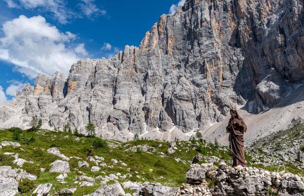 Der Monte Civetta – meist nur Civetta (ital. für Eule) genannt – ist ein 3220 m s.l.m. hoher Berg in den Dolomiten und gibt der Civettagruppe ihren Namen