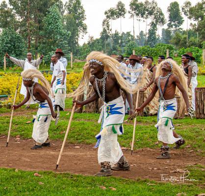 Er sagt, dass in den frühen Jahren der Regierungszeit von König Mutara II. Rwogera (1830-1853) im benachbarten südlichen Burundi-Königreich politische Rivalitäten ausgebrochen sind.