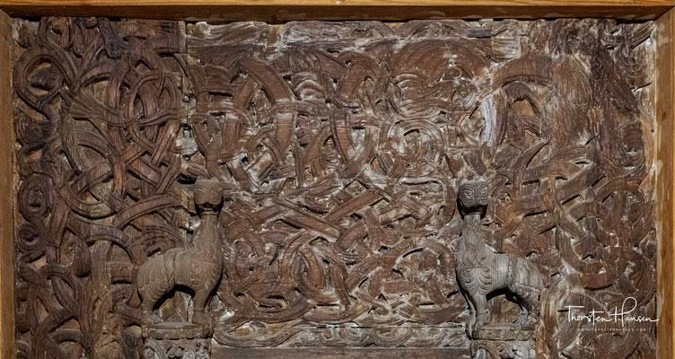 Vor allem die Schnitzereien mit den zahlreichen Tierdarstellungen und den Ornamenten erweisen sich als sehenswert.