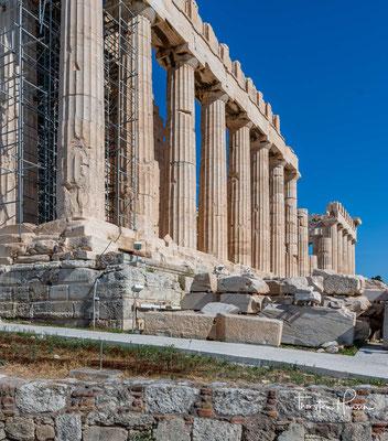 Im Laufe der Geschichte Griechenlands diente das Gebäude unter anderem auch als Schatzkammer des Attischen Seebunds. Der Parthenon ist eines der berühmtesten noch existierenden Baudenkmäler des antiken Griechenlands