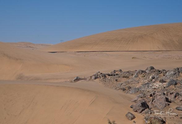 Verwehte Schienen in der Namib Wüste