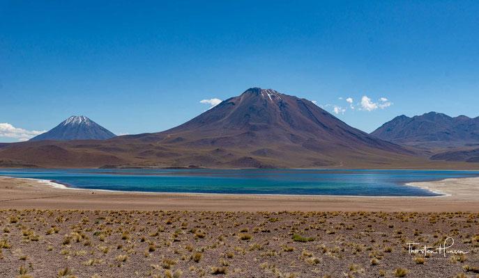 Er befindet sich in der Senke eines abflusslosen Wassereinzugsgebiets. Sein Wasser erhält er im Wesentlichen durch Grundwasserzuflüsse aus den umliegenden Bergen.