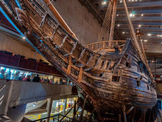 Die Vasa (oder Wasa) war eine schwedische Galeone, die zu den größten und am stärksten bewaffneten Kriegsschiffen ihrer Zeit zählte.