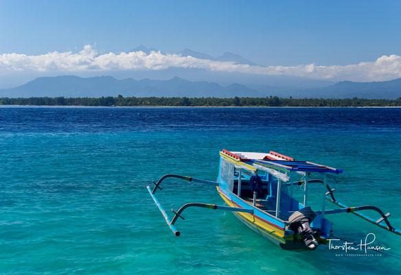 Blick auf den Vulkan Rinjani auf der indonesischen Insel Lombok und nach dem Kerinchi der zweithöchste Vulkan des Landes