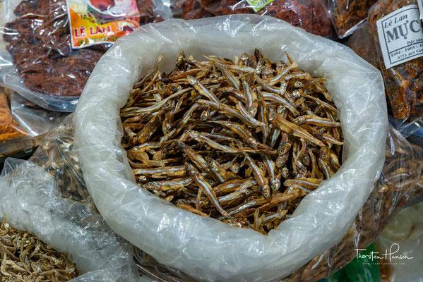 Hier werden nicht nur Fische zum Kauf angeboten, sondern auch Muscheln, Krabben und andere Meeresfrüchte an den Mann oder die Frau gebracht