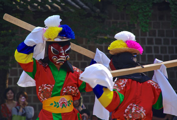 Traditioneller koreanischer Maskentanz in Seoul