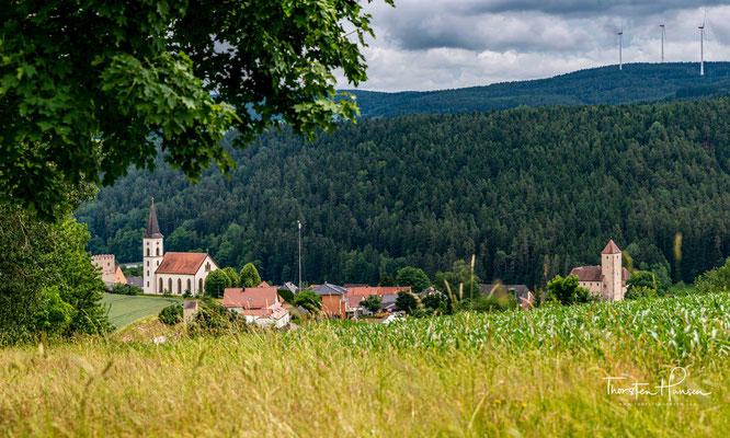 Über dem malerischen Pfreimdtal erhebt sich die Burg Trausnitz. Sie zählt zu den schönsten und besterhaltenen Burgen in Bayern.