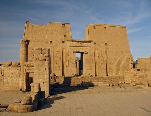 Pylon im Tempel von Edfu