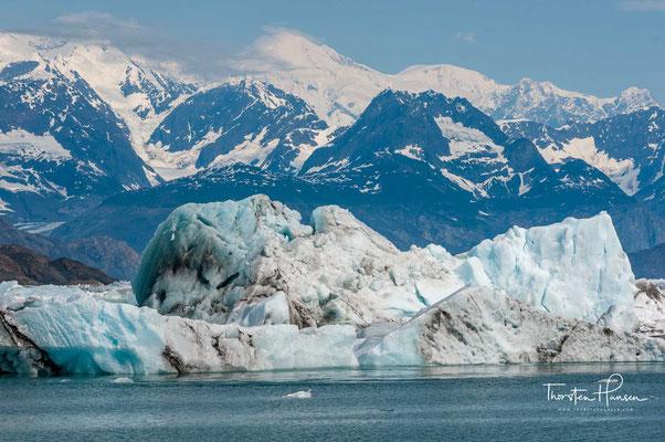 Westlich des Meares-Gletschers befindet sich der Yale-Gletscher, östlich der Columbia-Gletscher.