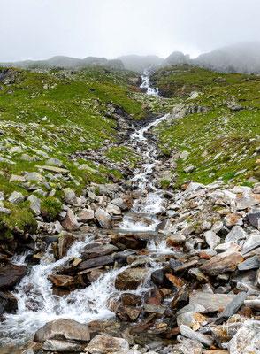 """Entlang des 2005 neu angelegten Weges """"Neumarkter Runde"""" geht es von der Olperer Hütte nach Stein in Südtirol"""