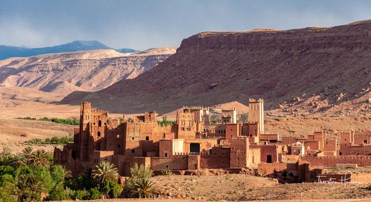 Das etwa 50 bis 80 km (Luftlinie) nordwestlich von Ouarzazate gelegene und ca. 30 km lange Ounila-Tal verbindet die häufig von Touristen besuchten Orte Aït-Ben-Haddou (ca. 1300 m) und Telouet (ca. 1800 m)