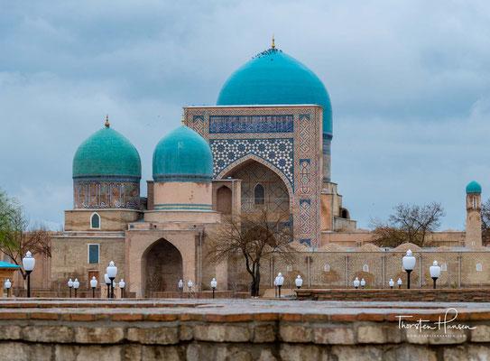 Sie wurde von Timurs Enkel Ulugbek zu Ehren seines Vaters Shah Rukh gebaut, der Timurs Sohn war.
