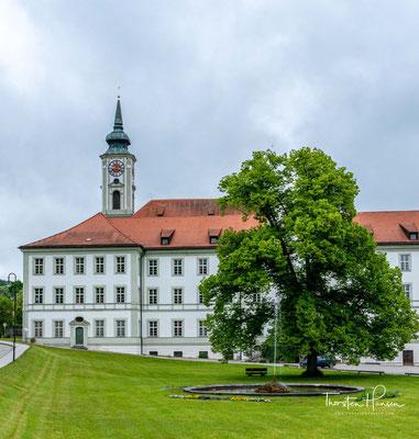 Das Kloster Schäfflarn wurde 762 von Waltrich, einem aus einer fränkischen Adelsfamilie stammenden Benediktiner, auf seinem Land (Pippinsbach) gegründet.