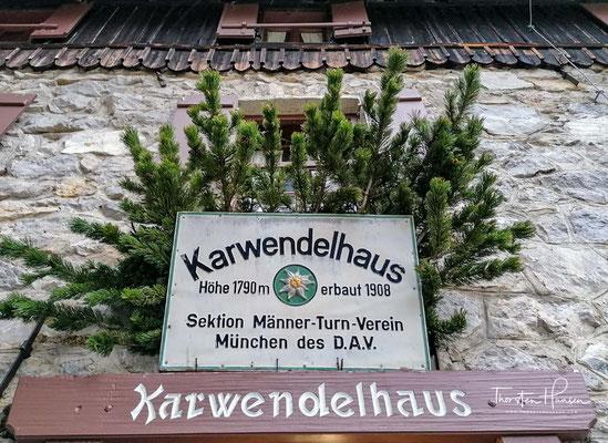 Bereits seit 1908 freut sich das geräumige Karwendelhaus im gleichnamigen Karwendeltal über zahlreiche Besucher.