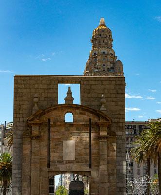 Die Puerta de la Ciudadela, das Tor zur Altstadt, der 'Ciudad Vieja'