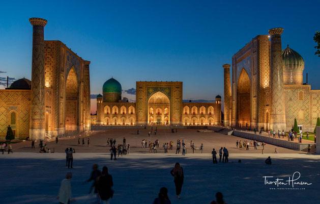 Der Registan' der Platz des sandigen Ortes in Samarkand ist einer der prächtigsten Plätze Mittelasiens.