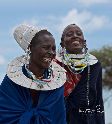 Massaifrau mit traditionellem Ohrschmuck