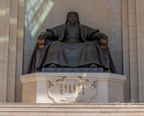 Große Chingis Khan Statue im Parlamentshaus des Staates