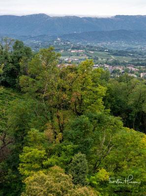 Von den Zinnen der Burg hat man einen tollen Blick auf die Stadt und die umgebenden Landschaften: im Norden die Voralpen, im Süden die venetische Ebene.