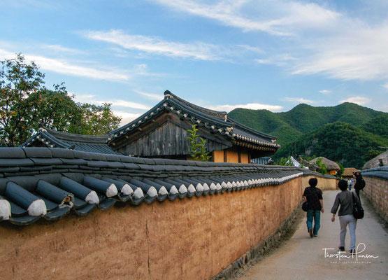 Es handelt sich um eines der letzten Dörfer, welche noch aus traditionellen Häusern bestehen.