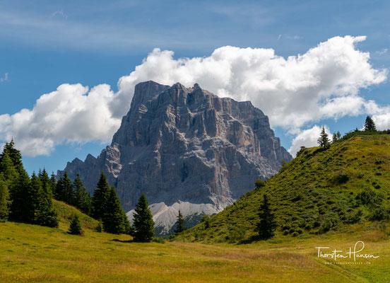 Der Monte Pelmo (zoldanisch Sas de Pélf) gehört mit einer Höhe von 3168 m zu den höchsten Gipfeln der Dolomiten.