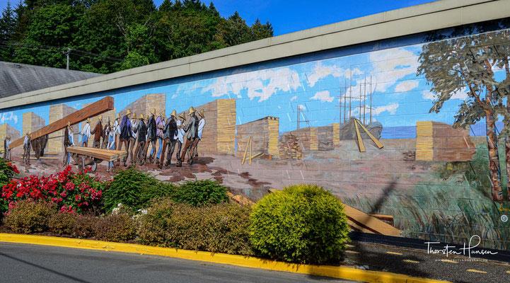 Eine touristische Attraktion des Ortes sind die 39 Wandbilder. Die Bilder stellen Szenen aus der Vergangenheit des Ortes da.