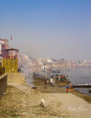 In Varanasi in Indien ist der Tod allgegenwärtig. Die heilige Stadt der Hindus am Ganges ist ein überwältigender Ort, der viele überfordert.