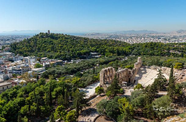Das Odeon des Herodes Atticus ist ein antikes Theater am Fuß des Akropolis-Felsens in Athen. Das Theater wurde von Herodes Atticus gestiftet und fasst 5000 Zuschauer.