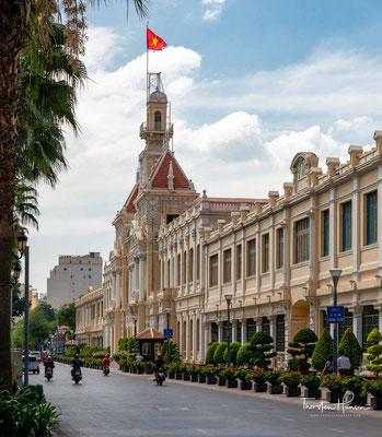 """Das prunkvolle Gebäude wurde von 1901 bis 1908 im Kolonialstil von den Franzosen errichtet und trägt dementsprechend den Namen """"Hôtel de Ville""""."""