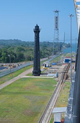Der schwarze Leuchtturm an den Gatún-Schleusen