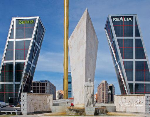 So gesehen waren die beiden geneigten Hochhaustürme an der Plaza de Castilla, die einst Symbol für den Aufbruch in die Moderne sein sollten, in den 2010er Jahren zum ikonographischen Synonym für die zeitweilige Schieflage der spanischen Wirtschaft geworde