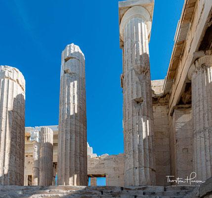 Die Akropolis in Athen ist seit 1987 Teil des UNESCO-Weltkulturerbes. Laut Theodor Heuss ist die Akropolis neben Golgota und dem Kapitol einer der Hügel, auf denen Europa gründet