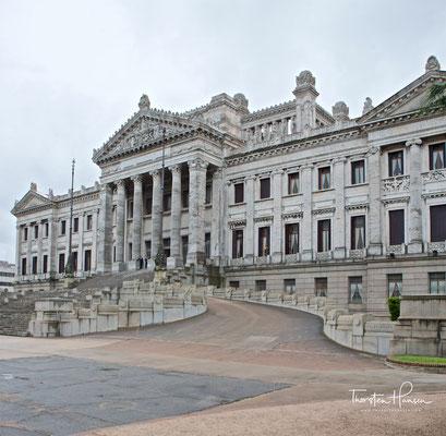 Palacio Legislativo - Das im neoklassizistischen Stil gehaltene Gebäude, das über eine Mauerverkleidung aus 24 verschiedenen Marmorarten verfügt...